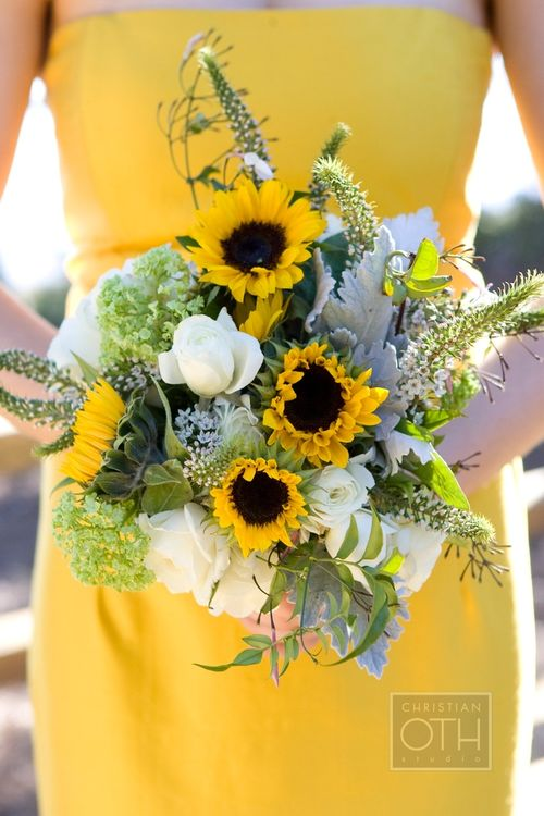 Southern-wedding-sunflower-bouquet