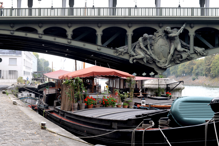 Houseboat_on_the_seine