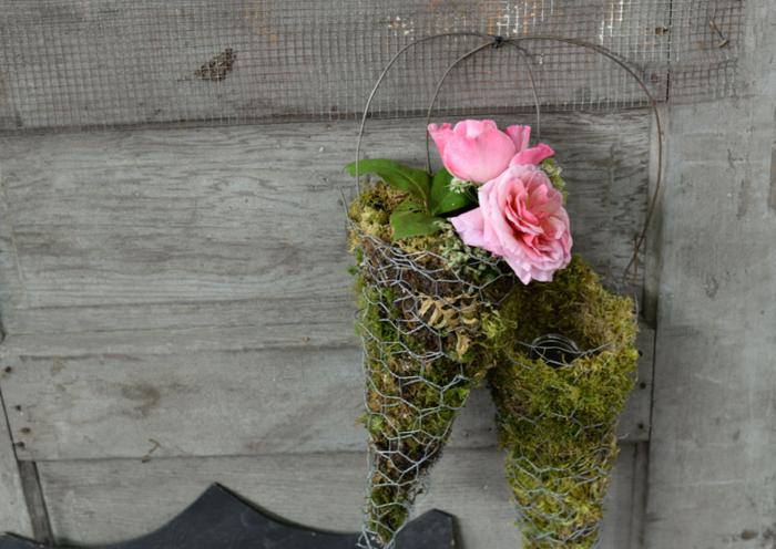 Flower-Basket-Made-from-Chicken-Wire