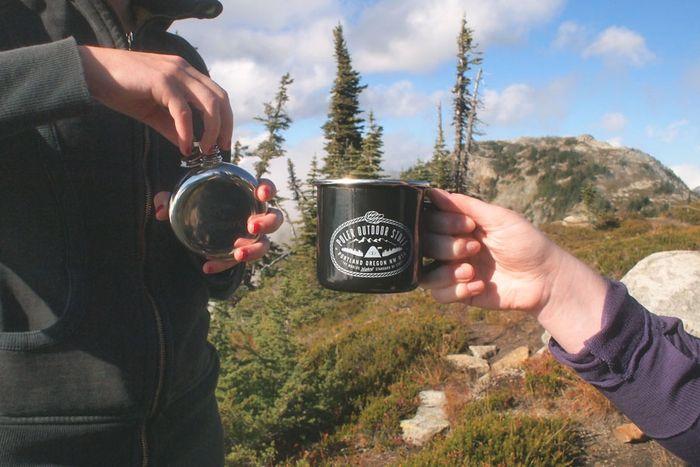 Arctyrix-flask-with-poler-mug